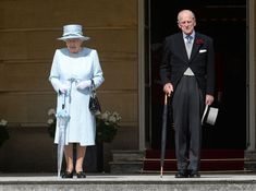 Queen Elizabeth II Photos Photos - Queen Elizabeth II and the Prince Philip, Duke of Edinburgh arrive for a garden party at Buckingham Palace on June 1, 2017in London, England. - Garden Party at Buckingham Palace