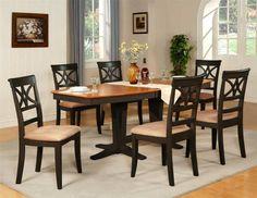 mesa con forma bonita y sillas cómodas