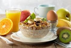 3 rețete pentru a-ți curăța colonul - Doza de Sănătate Granola, Indian Diet, How To Make Greens, Healthy Liver, Make Ahead Breakfast, Breakfast Ideas, Morning Food, Weight Loss Smoothies, Food And Drink