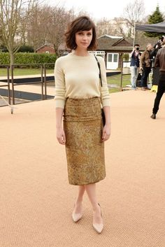 British actress Felicity Jones wearing Burberry at the Burberry Prorsum Womenswear Show in London <<< love this outfit! The Cardigans, H&m Trends, Outfits Mujer, Looks Vintage, Look Chic, Hair Dos, Look Fashion, Fall Fashion, Fashion News