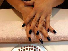 Blå negle med sten