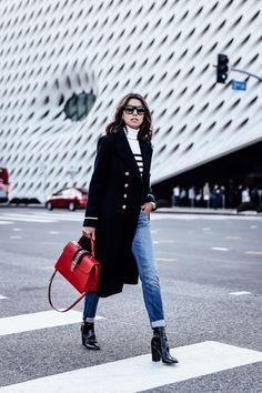 Preppy style has had a certain place in fashion world for decades now. Check out for some outfit ideas and inspiration of how to look prep this autumn. Preppy Fall Outfits, Winter Mode Outfits, Winter Fashion Outfits, Autumn Winter Fashion, Estilo Preppy, Preppy Mode, Preppy Style, Red Purse Outfit, Looks Jeans