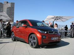 The i3's body is constructed mainly from carbon fibre-reinforced plastic (CFRP). This ultra-lightweight material is 30% lighter than aluminum. #cars #BMW