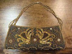 Art Deco inspiriert Perlen Tasche aus den frühen 1990er Jahren. Dies ist wandelbar, kann als eine Kupplung, die wulstige Handle nur Flips innen verwendet