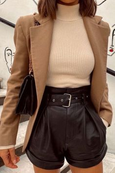 Winter Fashion Outfits, Fall Winter Outfits, Look Fashion, Autumn Fashion, Summer Outfits, Shorts In Winter, Winter Shorts Outfits, Fashion Sets, Summer Shorts
