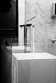 Detalle baño en Lobby-Bar. Los más nobles materiales y la más fina grifería se funden con un diseño moderno y minimalista en el Hotel INFFINIT.
