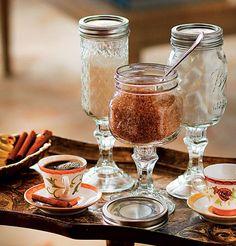 IDÉIAS PARA O CAFÉ DA MANHÃ! Não sabe qual tipo de açúcar seu convidado prefere? Ofereça os três em potinhos graciosos como esses