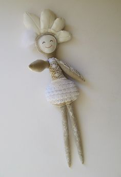 Florindas is a serie of unique handmade rag dolls. Each one has a trace and an identity, and all of them with much love to give and histories to tell. Florindas coleção 2016 | Fátima Miranda