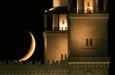 A crescent moon is seen behind the King Hussein Bin Talal Mosque in Amman, Jordan on August 23, 2009, during Ramadan. (REUTERS/Muhammad Hamed) #