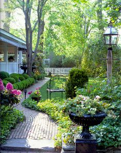 Relais & Chateaux - At the heart of Martha's Vineyard, the former haunt of whale hunters, you'll find a captain's house in the traditional British style. Built in 1864 for Samuel Osborne, a famous merchant, The Charlotte Inn transports you to another time, and you can't help but be swept away by its romantic atmosphere. The Charlotte Inn, USA #relaischateaux #gardens #gardening #pinspiration