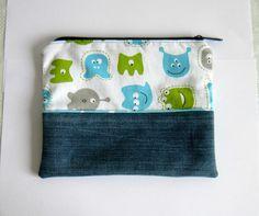 Trousse plate en jean recyclé bleu et coton à motifs monstres turquoise, vert anis et gris doublée en coton turquoise : Trousses par melkikou-upcycling