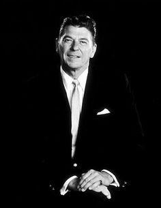 Ronald Reagan, remember him hosting the Borax 20 (?) Mule team theater on Sunday's. 40th President, President Ronald Reagan, Former President, Greatest Presidents, American Presidents, The Butler Movie, Nancy Reagan, Republican Presidents, Hollywood Actor