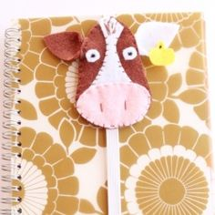 How adorable is this notebook hug?  via Nancy Bandzuch