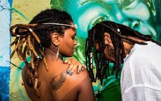 Learn if you should moisturize your locs everyday or not! Plus some great recipes for homemade moisturizers for dreadlocks! Spray Moisturizer, Homemade Moisturizer, Tea Tree Oil, Dry Hair, Natural Oils, Moisturizers, Short Hair Styles, Hair Color, Dreadlocks