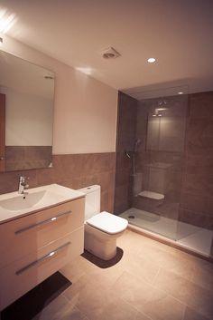 Baño de la tercera planta del edificio de la calle #Gosol en #Barcelona | #bathroom #flat #classic