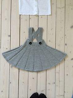 Ravelry: Snurr-Meg-Skjørt / Triple Skirt pattern by Trine Johnsen design Knitting For Kids, Baby Knitting Patterns, Knitting Designs, Free Knitting, Skirt Knitting Pattern, Ravelry, Pull Bebe, Knit Baby Sweaters, Vintage Mode