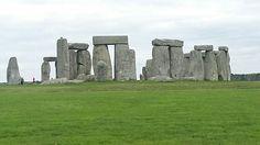 Il sito archeologico di Stonehenge è uno dei siti megalitici più famosi al mondo. Per non contare che non molto lontano si trova la famosa piramide...