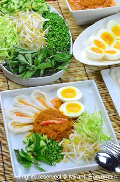Southern Thai rice noodle salad with curry sauce, Kanom Jeen Nam Ya Tai