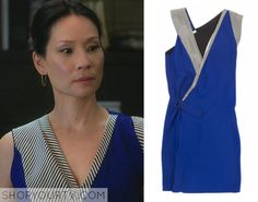 Sleeveless dress, blue wrap with black and beige striped collar. Light mark on the right side. 55% viscose 45% acetate. Indicative dimensions Length 39.4 in, Shoulder width 14.2 in