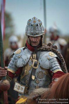 Husaria przebojowe(ych) grafik(i) w We Heart It Fantasy Armor, Medieval Fantasy, Armor Clothing, Armadura Medieval, Landsknecht, Samurai, Knight Armor, Arm Armor, Chivalry
