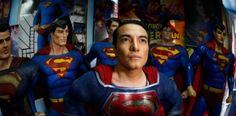 Fotos: Hombre se opera 26 veces para parecerse a Superman....