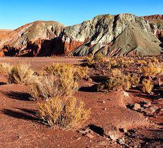 Contamos hoje no blog sobre o nosso passeio para o Valle del Arcoiris um vale repleto de montanhas coloridas. Mais um passeio que fizemos no Atacama com @aylluatacama. Passa lá no blog e veja como foi! http://ift.tt/1ic9Rtc #NerdsNoAtacama