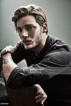 Dominic Sherwood from ABC's 'Shadowhunters' poses in the Getty Images Portrait Studio at the 2017 Winter Television Critics Association press tour at the Langham Hotel on January 2017 in Pasadena, California. Shadowhunters Malec, Shadowhunters The Mortal Instruments, Clace, Dominic Sherwood, Vampire Academy, Cassandra Clare, Clary Et Jace, Clary Fray, Jace Lightwood