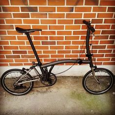 A carbon copy but really light .... ?kg #brompton #bikegang #bikegangsg #bikegangtw #bikegangminimods #bromptonwannabe