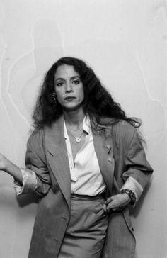 Sonia Braga reminds me of my FBI Special Agent Rosario Quatro,  interrogation specialist. -- Sezin