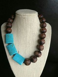Chunky carved brown wood beaded necklace with by terrygoddard, Chunky Jewelry, Wire Jewelry, Boho Jewelry, Jewelry Crafts, Beaded Jewelry, Jewelery, Jewelry Necklaces, Jewelry Design, Fashion Jewelry