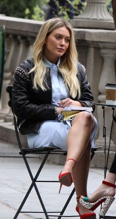 Just find her irresistible Hilary Duff Legs, Hilary And Haylie Duff, Hilary Duff Style, Pinterest Girls, Blonde Women, Celebrity Beauty, Celebs, Celebrities, The Duff
