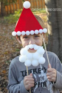 Smashed Peas and Carrots: Santa Disguise Photo Booth Props {Tutorial} School Christmas Party, Preschool Christmas, Xmas Party, Christmas Activities, Christmas Projects, Preschool Crafts, Kids Christmas, Grinch Party, Christmas Photo Booth