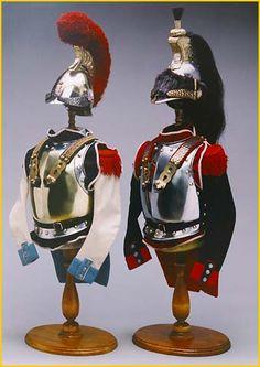 Corazza e casco di carabiniere e di corazziere francesi