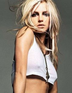 Sweet thrill of Britney Spears . She assumed creative control of her fourth album In the Zone which yielded the worldwide success -Toxic-. Best Testosterone, Classy Hairstyles, Baby One More Time, Britney Jean, Pop Singers, Celebs, Celebrities, American Singers, Role Models