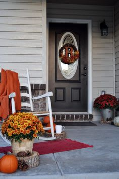 Sometimes simplicity is all that's needed. This porch features warm and cozy decor that won't overwhelm you or guests. Fall Home Decor, Autumn Home, Front Porch Design, Porch Designs, Rocking Chair Porch, Autumn Inspiration, Porch Decorating, Glass Jars, Seasonal Decor