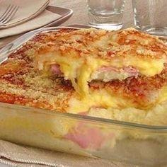 INGREDIENTES1kg de batata1 ovo1 colher (sopa) de margarina1 colher (chá) de fermento em pó1 xícara (chá) de leite fervente1/2 xícara (chá) de queijo raladofatia