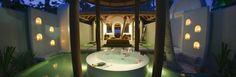 Staying at Anantara Kihavah Villas Maldives: Round Bathtub Of Anantara Kihavah Villas In Maldives
