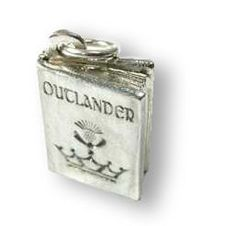 OUTLANDER Book Charms from the Author's Attic, I could totally make an Outlander themed bracelet! Diana Gabaldon Outlander Series, Outlander Book, I Love Books, Good Books, Outlander Jewelry, Jaime Fraser, Book Tv, Christmas Wishes, Bookbinding