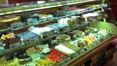 Év végi sütizgetés Diósdon Idén először étterem helyett cukrászdában tartottuk év végi összejövetelünket. A diósdi Osváth cukrászda szerintünk jó hely. De miért Erzsike, ha egyszer Osváth? #gabokakucko