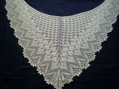 Ravelry: Project Gallery for Aeolian Shawl pattern by Elizabeth Freeman. Knitted Triangle shawl; free patter