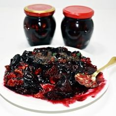 Gem de prune cu nuca Romanian Food, Romanian Recipes, Eat Pray Love, Artisan Food, I Foods, My Recipes, Good Food, Food And Drink, Sweets