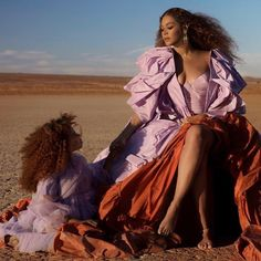 Expect lots of stunning gowns and a surprise appearance from Blue Ivy in new Spirit music video. Swipe to see. Beyonce 2013, Estilo Beyonce, Beyonce Show, Beyonce Knowles Carter, Beyonce Style, Beyonce Pictures, Blue Ivy Carter, Divas, Music Videos