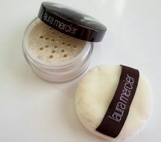Laura mercier losse transulat setting powder  The best setting powder recomanded by many bloger like Maya ahmed: Its dupe the banna powder Noono: Its dupe jounsen baby powder