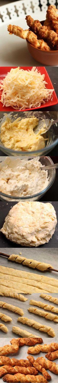 PALITOS DE QUEIJO PARA SOPA. Adição a qualquer sopa, purê de batata e cebola para sopa. Podem substituir pão e croutons. Rale 150 g de Gruyere (queijo suíço), em ralador grosso. Pode ser outro queijo, mas o sabor do prato acabado muda. Se usar a variedade menos picante e salgado, aumente o sal. Misture 80 g de manteiga amolecida. Adicione 150 g de  farinha de trigo, 100 ml de leite, 3 g de fermento em pó e sal. Amasse rapidamente. Faça uma bola com a massa e guarde na geladeira por 30…