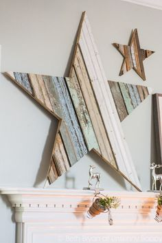 How to DIY a GIANT wooden star- Beautiful reclaimed wood project for Christmas(Mix Wood Projects) Christmas Mantels, Noel Christmas, Christmas Decorations, Xmas, Star Decorations, Rustic Christmas, Christmas Lights, Pallet Crafts, Wood Crafts
