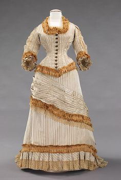 1878-80 ___ Dinner Dress ___ silk ___ American ___ at The Metropolitan Museum of Art ___ photo 1