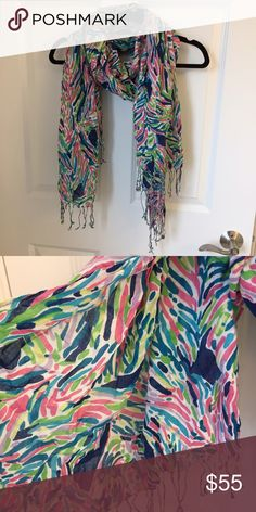 Palm Reader scarf EUC Lilly Pulitzer scarf in Indigo Palm Reader. Worn once or twice. Beautiful pattern, I just have too many Lilly Pulitzer Accessories Scarves & Wraps