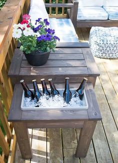 DIY Outdoor Furniture - DIY Side Table with Built-In Planter or Ice Bucket - Cheap and Easy Ideas fo Diy Outdoor Furniture, Furniture Projects, Home Projects, Diy Furniture, Modern Furniture, Rustic Furniture, Furniture Design, Antique Furniture, Minimalist Furniture