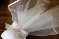 ΜΠΟΜΠΟΝΙΕΡΑ ΓΑΜΟΥ Τούλι υψηλής ποιότητας με ρέλι μεταξωτό, δέσιμο από σατέν κορδέλα διπλής όψης και 11 κουφέτα Χατζηγιαννάκη. Ballet Dance, Dance Shoes, Dancing Shoes, Ballet, Dance Ballet