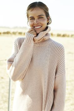 Over sized sweater. Like the color for spring  Add by Sandra Garspardino Av.i